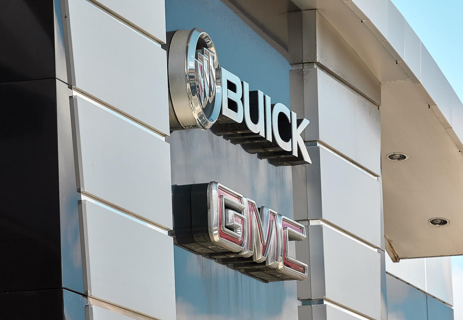 Buick and GMC dealership sign