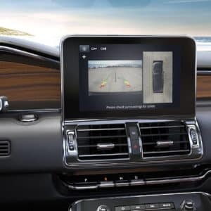 2020 Lincoln Navigator with a LCD screen showing the 360 degree camera2020 Lincoln Navigator with a LCD screen showing the 360 degree camera
